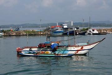 Traditionelle Fischerboote in Sri Lanka