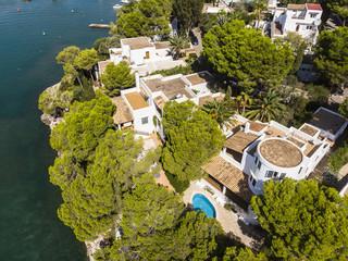 Luftaufnahme, Küste von Cala D' or und Bucht Cala Ferrera, Häusern und Villen, Mallorca, Balearen, Spanien
