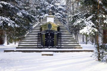 Grabpyramide des Graf Wilhelm zu Schaumburg-Lippe im Schaumburger Wald