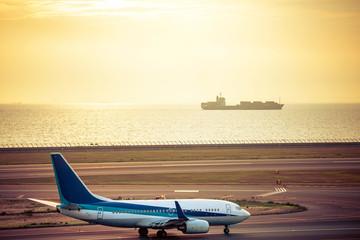 夕暮れの空港風景