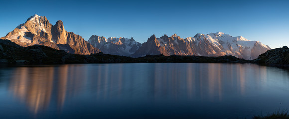Fotomurales - Panorama of the Alps near Chamonix, with Aiguille Verte, Les Drus, Auguille du Midi and Mont Blanc.