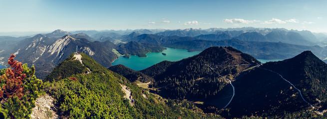 Herzogstand in Bayern, Blick auf den Kochelsee und die Alpen