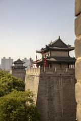 Photo sur Plexiglas Xian Ancient dity wall with pagodas against modern Xian, China