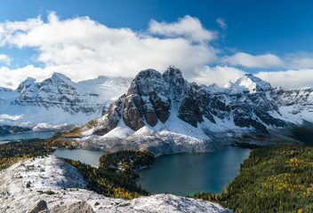 Epic views of distant snow covered peaks in Canada Fototapete