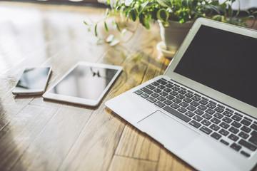 ノートパソコン タブレット スマホ