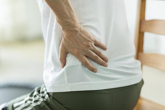 中年男性 腰痛