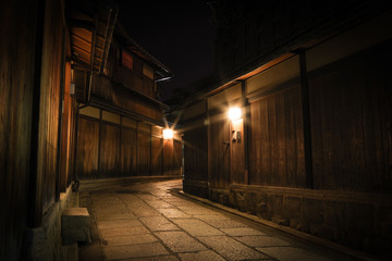 Walk the old path of Kyoto at night Fotomurales