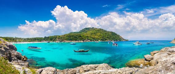 Zelfklevend Fotobehang Asia land Racha (Raya) island, Thailand