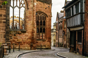 In de dag Oude gebouw Old English Architecture street in Coventry, destroyed Cathedral from Second World War