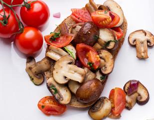 pilzbrot mit tomaten