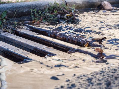 Gullydeckel bei einem Unwetter Hochwasser