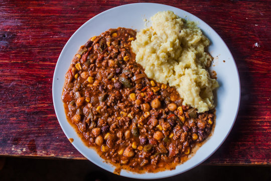 Plate of chilli sin carne with mashed potatoes