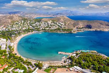Wall Mural - Luftaufnahme des Strandes von Vouliagmeni an der südlichen Küste von Athen, Griechenland