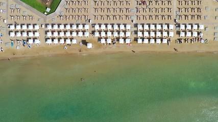 Wall Mural - Luftaufnahme des beliebten Astir Strand in Vouliagmeni, südliches Athen, Griechenland