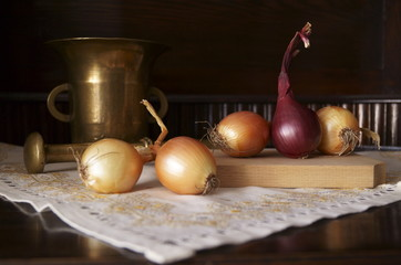 White onion and red onion on wooden table