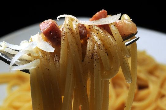 Spaghetti alla carbonara Cucina italiana Italian cuisine ft81058004