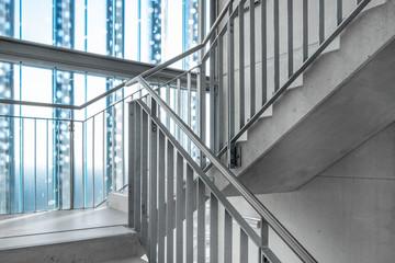 Treppenhaus mit Glaswand Treppe