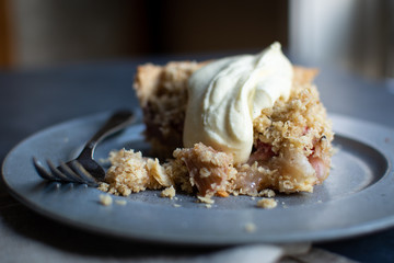 Rhubarb pie with custard