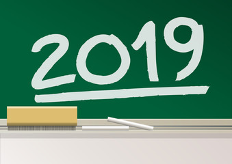 Carte de vœux scolaire 2019 avec l'année écrite à la main par l'instituteur, sur le tableau de la classe