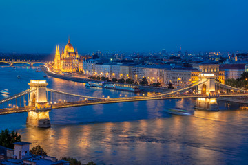 Wall Mural - Aerial view of Budapest parliament and Chain bridge over Danube river at night, Hungary