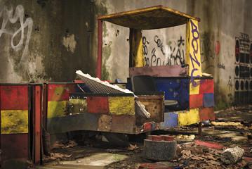 Vecchia Fabbrica Abbandonata di Carri di Carnevale Urbex - Carro
