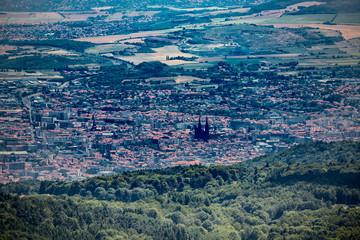 Vue sur le Clermont-Ferrand depuis le Puy Pariou  en Auvergne
