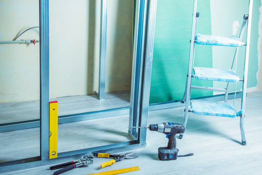 tools and equipment for plasterboard mounting
