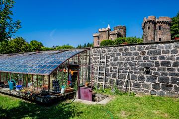 La serre du jardin du Château Dauphin à Pontgibaud