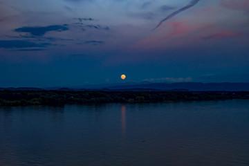 Mond über dem Bodensee Friedrichshafen