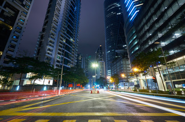 Fotomurales - Wide angle view asphalt road on night scene with modern city .