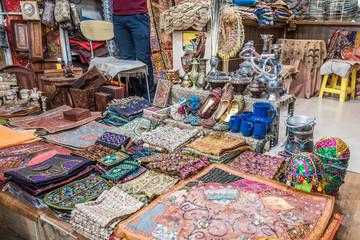 Vakil Bazaar, Souvenirs