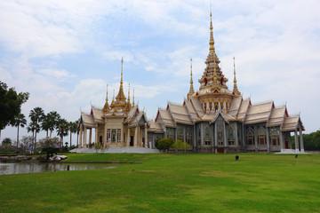 Fototapete - Wat Non Kum in Korat, Thailand.
