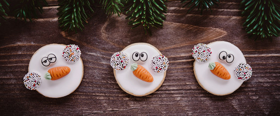 Lustige Weihnachtsplätzchen - kleine Schneemänner