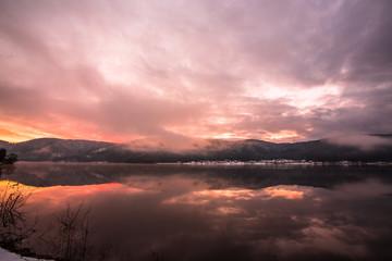 雪の余呉湖