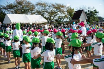 運動会幼稚園の子供達バックグラウンド