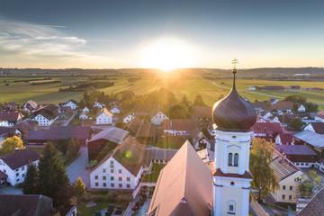 Deutschland, Bayern, Allgäu, Kirche St. Jakobus in Mindelau, Luftaufnahme