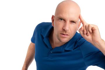 Mann mit Glatze zeigt Emotionen