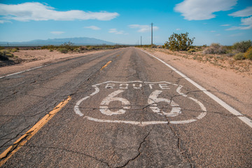 Photo sur cadre textile Route 66 Route 66 sign on road and blue sky