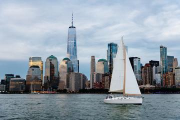 Fototapeta Sailing boat against skyline of New York