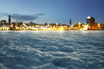 Winter Hintergrund mit unscharfen Stadtlichtern