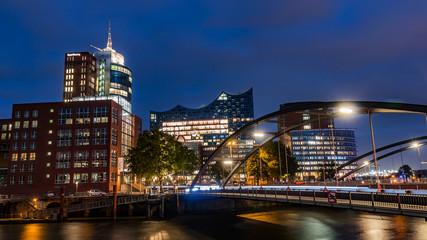 Night in Hamburg, on the river