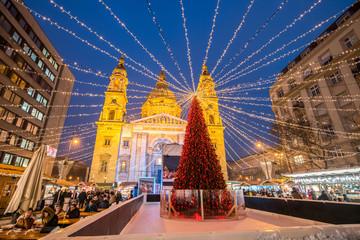 Tuinposter Boedapest Weihnachtsmarkt auf dem St. Stephans Platz in Budapest, Ungarn