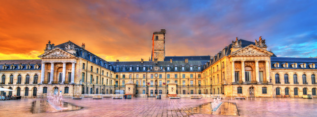 Fotorolgordijn Baksteen Palace of the Dukes of Burgundy in Dijon, France