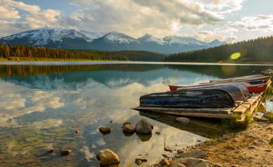 Boote am Patricia Lake im Jasper Nationalpark
