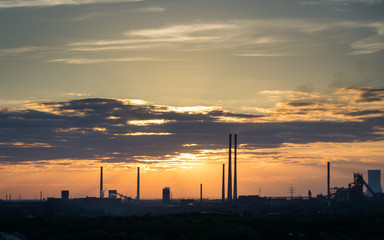 Sonnenuntergang im Ruhrgebiet, Industrielandschaft, Duisburg