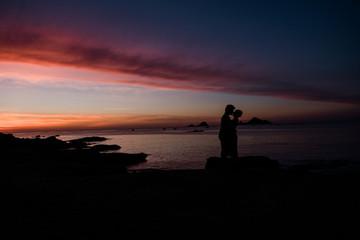 Sonnenaufgang, Sonnenuntergang, Silhouette, Strand, Meer, Urlaub, Paar, Liebe, Horizint, Natur, Küste, Farben, Romantik, Liebe, Sommer, Fernweh