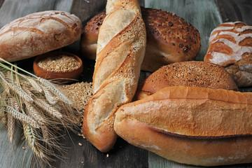 doğal çeşitli ekmekler