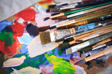 Multicolored palette and many different brushes.
