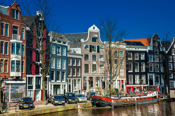 Foto op Plexiglas Amsterdam Canals, boats and beautiful architecture at the Old Central district in Amsterdam