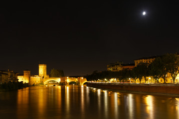 Italien - Verona - Ponte di Castelvecchio - Nachtaufnahme